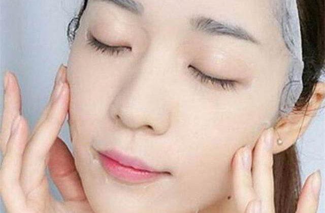 学会这3个眼部护理小技巧,不浪费昂贵眼霜,轻松抗皱